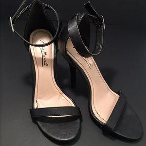 Anne Michelle Women's Black Sandals Size 6